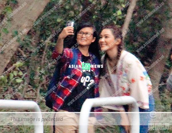 Friendly Roxanne Tong takes photos with her fans