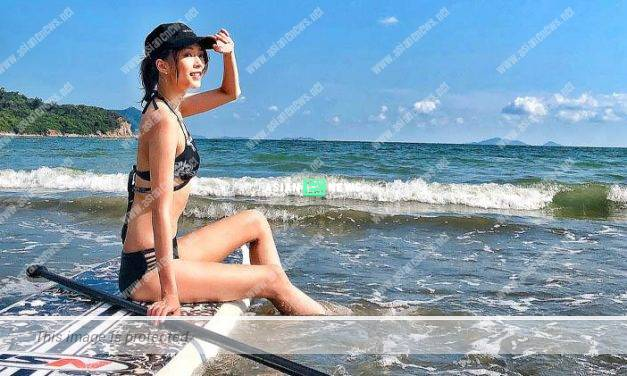 Shiga Lin has fit body figure; Netizens request for the front view