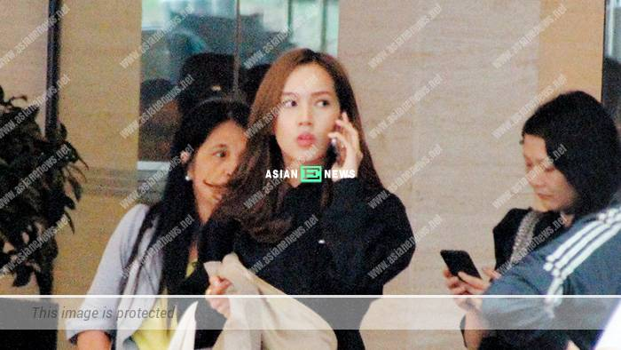 Kelly Fu looks unhappy; Is she complaining to her friend on the phone?