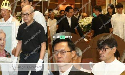 Gordon Lam bade the final goodbye to his deceased godmother, Teresa Ha