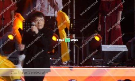 International star Jackie Chan was kicked when singing on the stage
