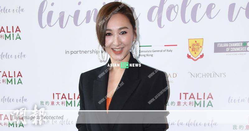 Samantha Ko wishes to travel to Venice with her boyfriend, Tang Chi Wai