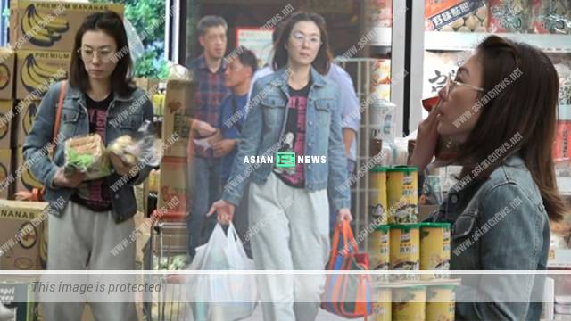 Maggie Cheung gains weight; She continued to buy snacks in a supermarket