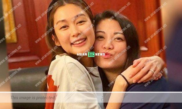Good friends Bernice Liu and Eliza Sam take photo together