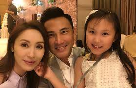 Kenix Kwok's daughter attends online lessons at home