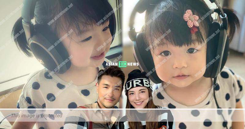 Ruco Chan's daughter uses headphones and listens to his song