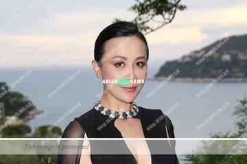 55-year-old Carina Lau remains fit and won compliments from the netizens