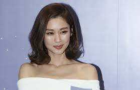 Eliza Sam looks different because of makeup?