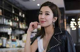 38-year-old Mandy Wong remains beautiful without makeup