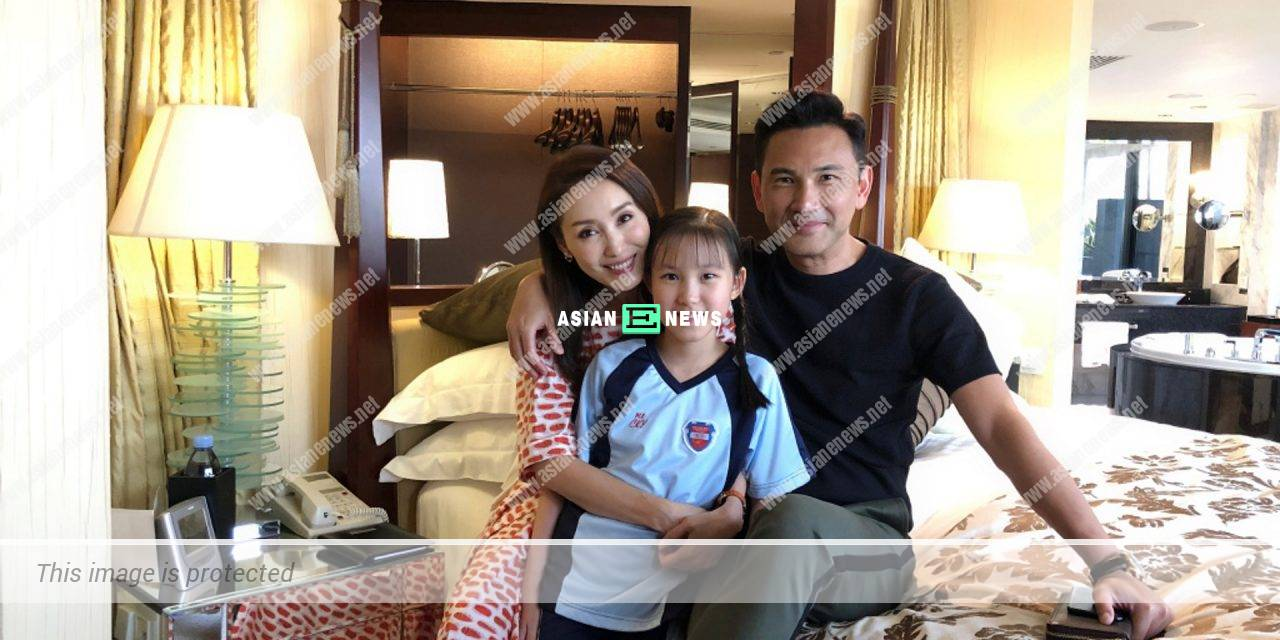 Kenix Kwok's daughter Tania Lam shows their old photo