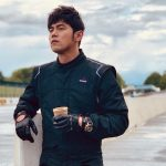 Jay Chou has an enjoyable time while waiting for public bus