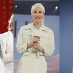 Faye Wong wore a headscarf and looked stylish at an activity